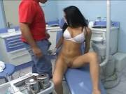 Latina Sexy dentista folla a su paciente